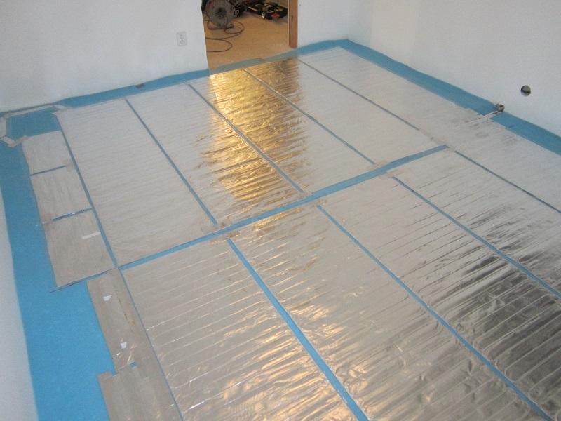 Hlinikové topné rohože pod plovoucí podlahu